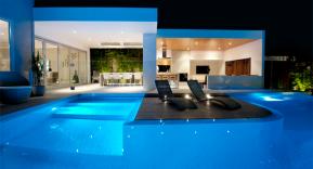 Consejos para iluminar correctamente la piscina