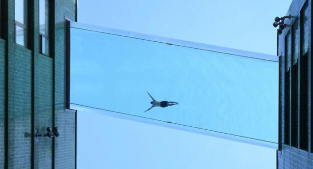 Flotando en Londres, la piscina transparente Sky Pool en Embassy Gardens